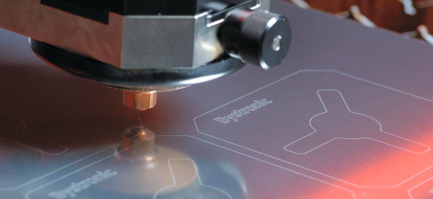 Lasersko rezanje reflektivnih metala
