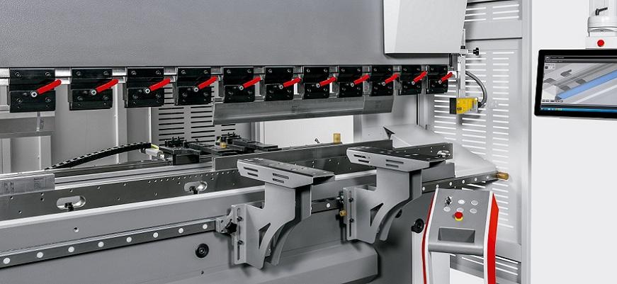 Stroj za savijanje limova
