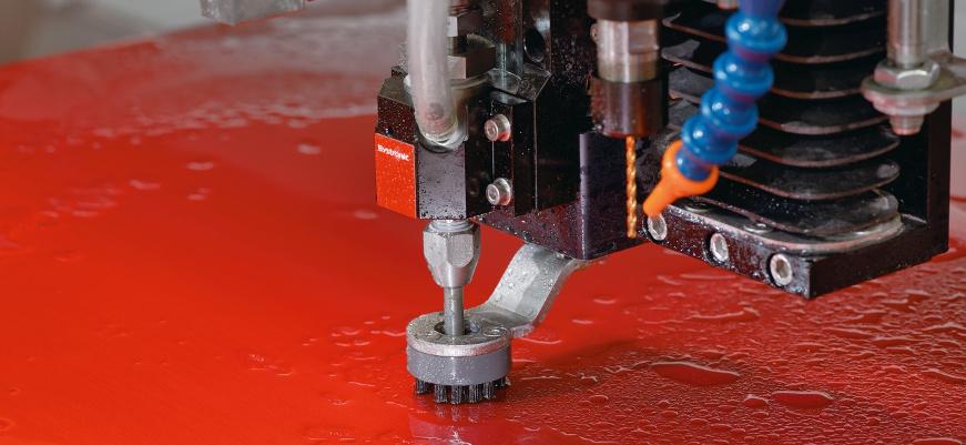 Lasersko rezanje vs vodeno rezanje